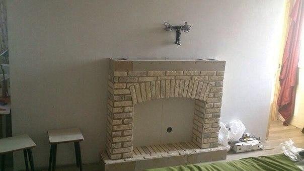 Как сделать декоративный камин в квартире своими руками
